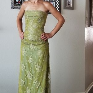 STUNNING Couture Dress w/ Train